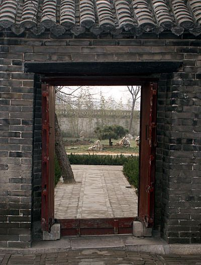 A door in the Confucian compound that leads to a garden