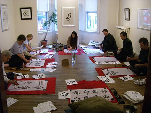 Japanese Master Calligrapher Bishou Imai gives a Japanese calligraphy class
