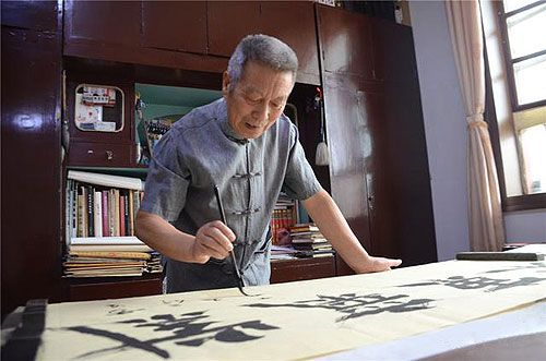 Yin Tian-Jun at his studio