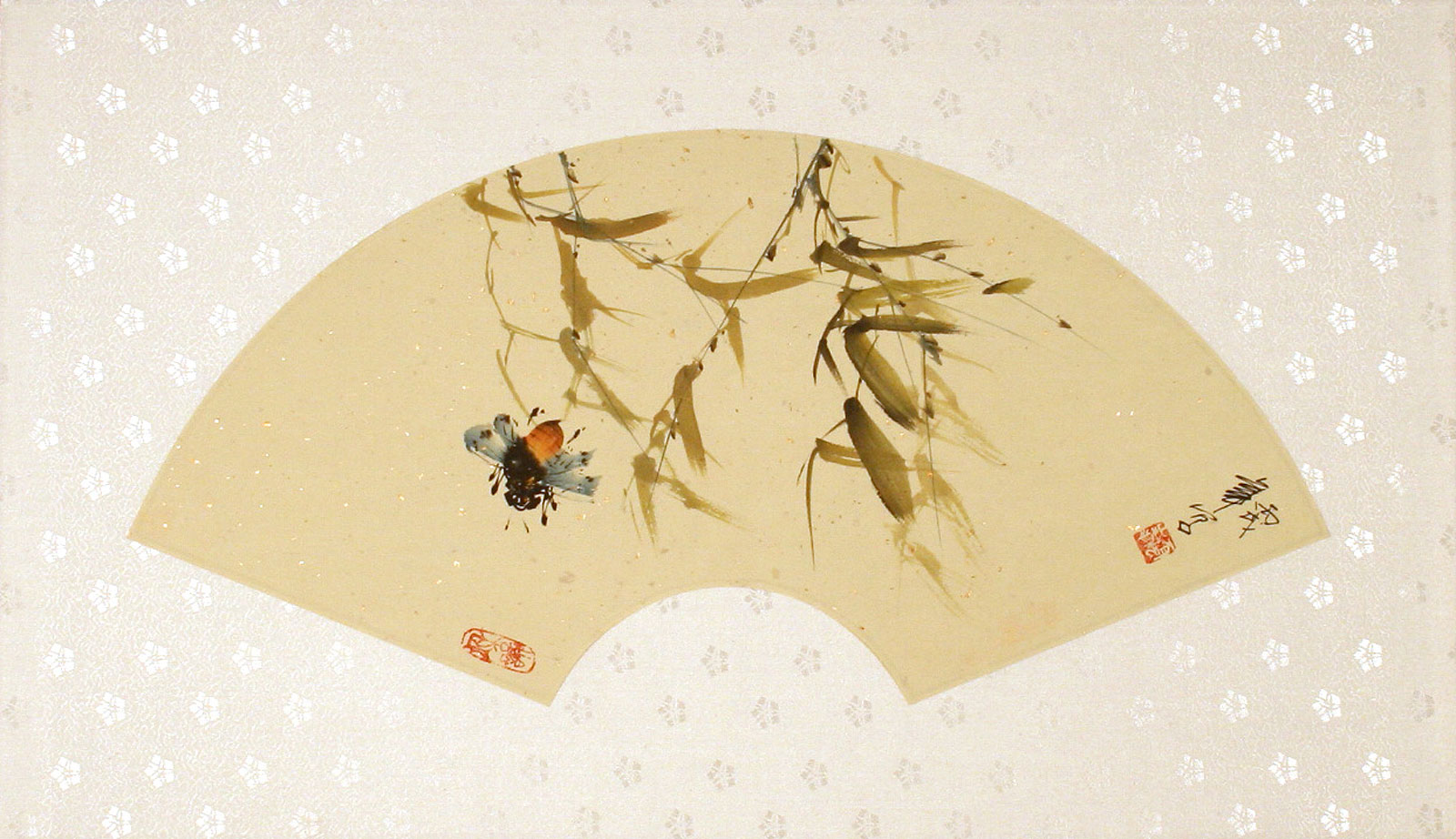 Fan-Style Bee Painting